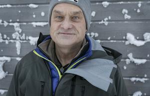 """""""Jag tycker det är trivsamt och man rår sig själv"""", säger Ola Kåkneryd om att ha sin arbetsplats på Renfjället."""