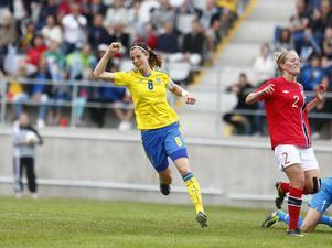 Sveriges Lotta Schelin jublar efter sitt mål i landskampen mellan Sverige  och Norge den 1 juni 723005796ae5d
