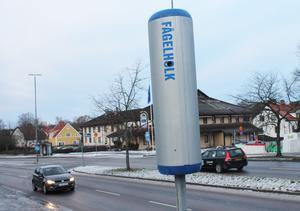 Om det verkligen finns en kamera i den uppsatta anordningen på Köpingsvägen är oklart. Däremot ser det ut att vara en fågelholk på baksidan.