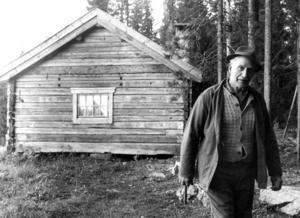 1973 träffade ÖP snickaren Mats Eriksson. Golven som han gör från de stora tallarna från familjens marker säljs över hela landet.
