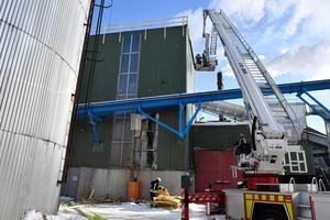 Släckningsarbetet vid den stora panncentralen där värmepannan utsattes för omfattande skador.