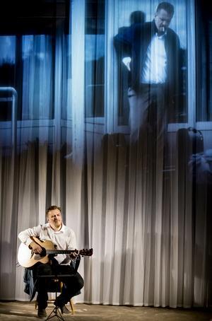 "Linus Lindman i ""Gråt inte mer, Cecilia. Och inte du heller, Ursula."" Foto: Kicki Nilsson/ICON Photography"