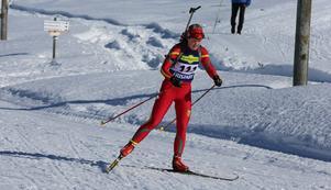 Johanna Grip från Svegs IK i full fart på skidstadion. I fortsättningen blir det avgift att nyttja skidspåren där.