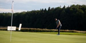 Under andra halvan av fredagens rond hittade Victor Tärnström puttlinjerna – det räddade fortsatt spel.