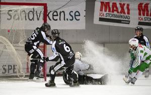 Tobias Holmberg i Västerås reducerar till 4–2.