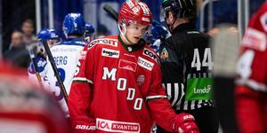 Dagen började i alla fall bra för Modo-backen Mattias Norlinder som kom med i JVM-truppen. Bild: Daniel Eriksson/Bildbyrån
