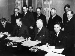 Foto: Pressens Bild   Saltsjöbadsavtalet undertecknades 1938 mellan SAF och LO och var mönsterbildande för flera avtal som reglerar förhållandet mellan fack och arbetsgivare.