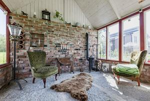 Foto: Elin Wiewgg/ RE-Mediagroup. I huset vid Lanna finns ett växthus som också fungerar som lusthus.