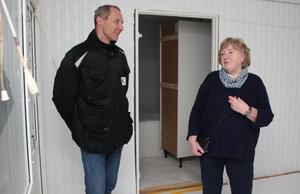 Mats Krüger är Kopparstadens projektledare för ombyggnaden av Smedjan. Han visar stolt de nya lägenheterna för Anita Perstad.