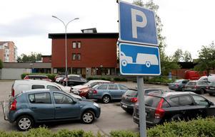 Att parkera med släp i Ånge på avsedd parkeringsplats är en utmaning utöver det vanliga.