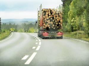 Timmerbilarna på väg att ta över. Foto: Lennart Öhd