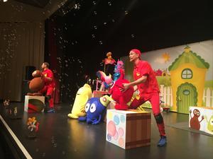 Barnmusikalen med Babblarna spelades i två föreställningar under lördagen på Roslagsskolan.