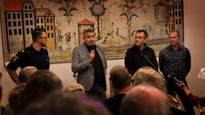 Thomas Nordström från polisen, kommunalråd Lars Isacsson (S), Marcus Kjellin från Hyresgästföreningen och oppositionsrådet Johan Thomasson (M) diskuterade under torsdagskvällen trygghetsfrågor med över 140 personer i församlingsgården i Krylbo.