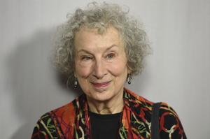 Författaren Margaret Atwood skriver på Twitter att hon jobbar på en fortsättning på