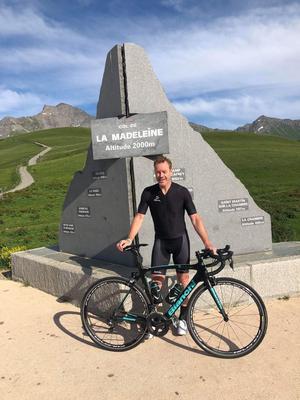 Niklas Eriksson på plats vid Col de la Madeleine som är en av de mest klassiska stigningarna under Tour de France. Foto: Privat.