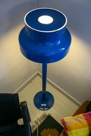"""Den första """"Bumling"""" jag gillat, och faktiskt handlöst fallit för. Bumlinglampan formgavs av designern Anders Pehrson i slutet av 1960-talet och var vanlig både i offentliga miljöer och i privata hem."""