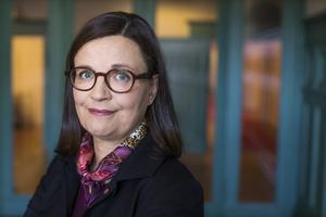 Fler bör få praktisera i andra EU-länder, anser utbildningsminister Anna Ekström (S) som på tisdagen besöker Västerås och Surahammar.