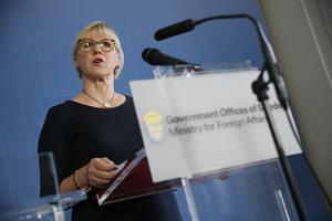 Utrikesminister Margot Wallström vid presskonferensen om beslutet om FN:s konvention om kärnvapenförbud.
