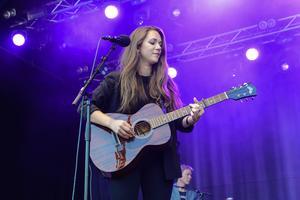 Melissa Horn på Furuviks stora scen i juli 2018. Bild: Peder Andersson