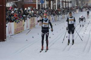 Katerina Smutna passerar mållinjen som segrare.