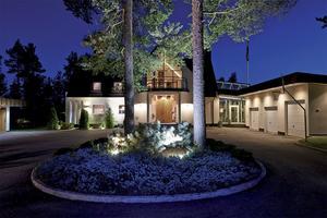Nicklas Nyberg har under åren förvandlat Villa Varvet till en stor och modern fastighet med alla tänkbara moderniteter.
