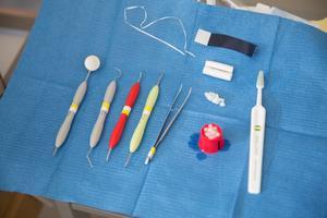 Det är dags att tandvården ska omfattas av ett liknande högkostnadsskydd som övrig hälso- och sjukvård, skriver flera socialdemokrater från Jönköpings län.