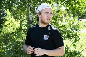 Emil Berglund, Timrå IK, har inte bara ett oväntat tillbehör till tacosen, han gillar även sin dator.