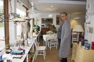 Christine Bagger, ordförande Omtanken, berättar att renen Bella i fönstret inte är till salu. Annars hade hon själv slagit till och köpt hem den.