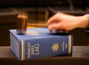 En kvinna från Hedemora kommun döms till dagsböter för två fall av grov olovlig körning och ett fall av ringa narkotikabrott. Brotten har begåtts i hemkommunen samt i Säters kommun.  Foto: Henrik Montgomery/TT