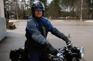 Under lördagen den 19 maj får Peter Elofsson bara granska gamla bilar och motorcyklar.