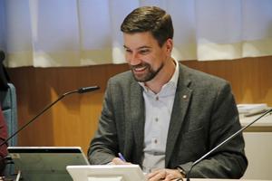 Kommunstyrelsens ordförande, Markus Evensson, vill låta kommunchefen gå vidare med bergsbadsprojektet.