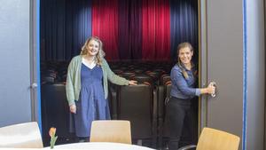 Emelie Alexandersson, till höger, berättar att de varje fredag har Gotte-mys och följer Idol-finalerna på ungdomsgården i Söråker.