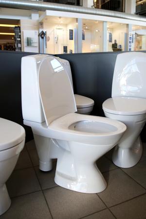 Den finns fortfarande toaletter med synlig avloppsböj.