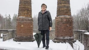 Arja Moum bodde i Högfors i fyra år innan hon flyttade till Bruksbo i Norberg. Sedan 80-talet är hon dock bosatt i Björsäter, Åtvidabergs kommun.