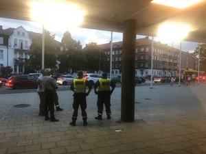 Utanför Olympia väntade supportrar på Helsingborg.