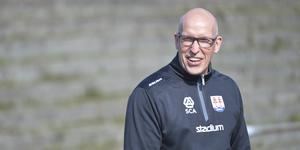 Fredrik Andersson får coacha hemma i Bjästahallen – det må så vara att han får stå i bortabåset.