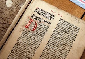 En predikosamling av helgonförklarade Bernhard av Clairvaux, tryckt 1481 - ett av de två oskattbara bokverk som visade sig finnas i läkaren A. F. Christiernins boksamling i Sundsvall.