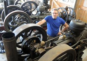 På Nationaldagen den 6 juni bjuder Urban Sondell i Ängesgårdarna utanför Borlänge in till sitt museum för maskiner och fordon försedda med tändkulemotorer.