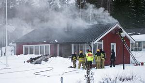 Rökdykare sökte igenom fastigheten och konstaterade att ingen person fanns i huset.