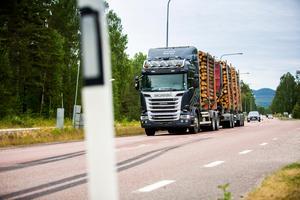 När Lars-Göran Söderqvist besökte Sibogrillen dagen efter passerade en av hans anställda med just den lastbil som han själv körde dagen innan.