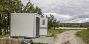 Nu är de efterlängtade toaletterna utplacerade vid Kolarbysjön och Simbadet, först till badsäsongen 2020 kommer de vara öppna för allmänheten.