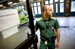Fredrik Leek, chef för ambulanssjukvården i länet, säger att  totalt ska omkring 200 personer inom ambulanssjukvården utbildas.
