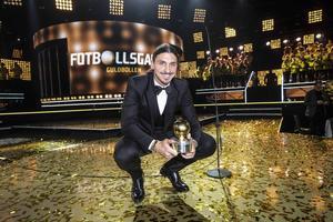 Zlatan Ibrahimovic fick kliva upp och ställa sig i ett regn av guldkonfetti – för nionde gången tog stjärnan emot Guldbollen.
