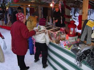 Köpsugna hantverksälskare var det gott om när den första Luciamarknaden hölls i Kälen, mellan Torpshammar och Naggen.