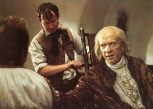 Den gamle och sjuke Antonio Salieri (F. Murray Abraham) i