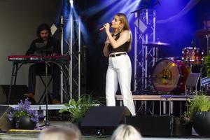 Lisa Eismar framträdde med två av sina egna låtar under kvällen.