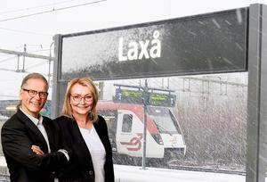 Miljöpartiets Monika Aune och Mats Gunnarsson skriver bland annat om partiets satsning på 25 miljoner kronor för att säkra länsinvånarnas möjligheter till daglig pendling på buss eller tåg.  Bilden är ett montage.