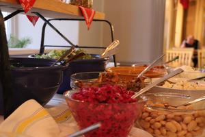 Det var jultema på nyöppnade Veggis lunchbuffé. Allt som serveras på restaurangen är vegetariskt eller veganskt. Foto: Olle Ahlén