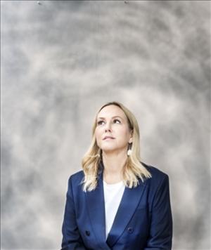 Camilla Grebe är civilekonom och debuterade 2009 tillsammans med sin syster Åsa Träff. Foto: Ulrica Zwenger