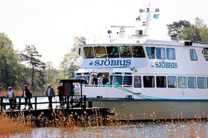 Centerpartiet och Alliansen genomför under 2018 ett test där SL:s periodkort ska gälla på Waxholmsbåtarna. Det är en smart satsning för att skärgårdssamhällena ska ha jobb, inkomster och kunna utvecklas, skriver Gustav Hemming. Foto: Anders Sjöberg.